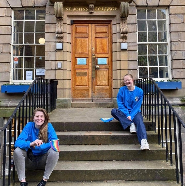 An image of Liv and Izzy, the Freshers' Week Coordaintors